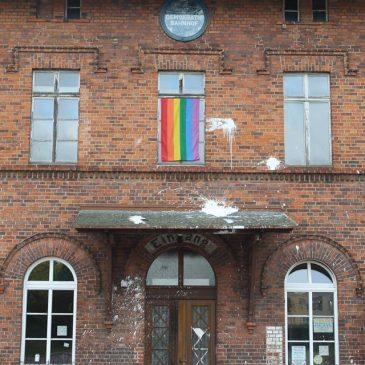 Menschenverachtender Brand- und Farbanschlag auf das Jugend- und Kulturzentrum Demokratiebahnhof in Anklam