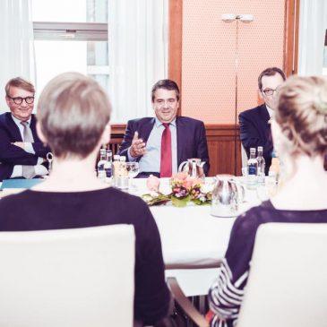 Nach Treffen mit Außenminister: Demokratiebahnhof stellt Pläne vor