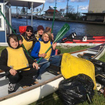 Mit dem Kanu auf Mülltour